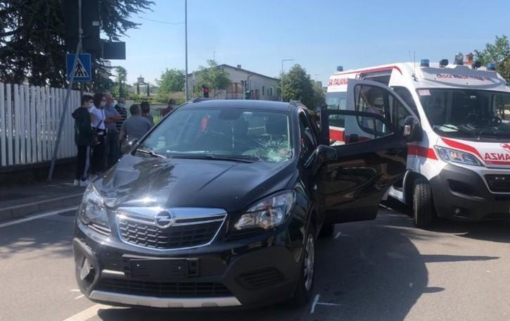 Auto contro bici a Carobbio  Ventenne in ospedale con l'elisoccorso
