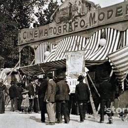 Il fascino del cinematografo un secolo fa nella piazza sparita