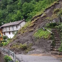 Frane, 8 famiglie isolate e sfollate I nubifragi fanno paura nelle valli
