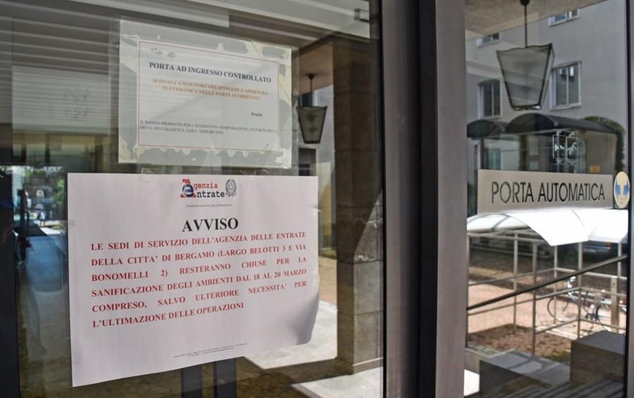 Uffici pubblici ancora a singhiozzo Disagi e attese tra call center e mail