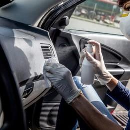 Sanificazione auto, spunta la tassa Covid «Pratica illegale, segnalate certi episodi»
