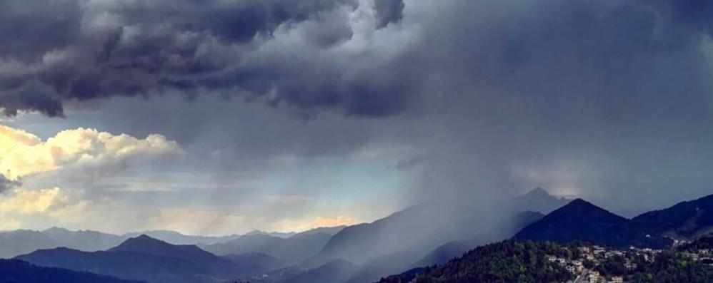 Mattinata sotto la pioggia a Bergamo Forti temporali, venerdì nuovi acquazzoni
