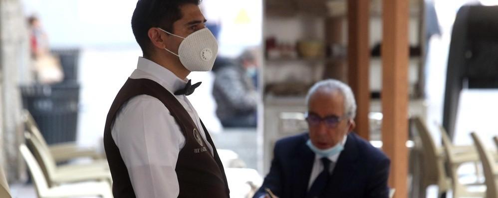 Stop alla mascherina all'aperto Ecco le novità in Lombardia