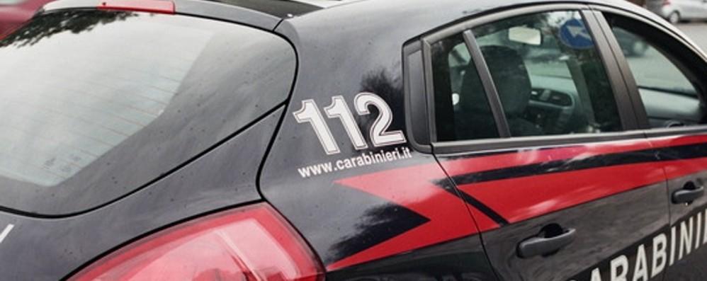 Vedono i Carabinieri e scappano Abbandonata cocaina a Osio