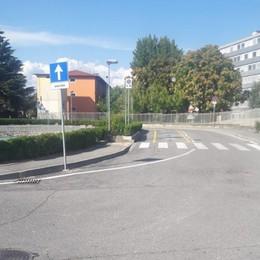 Autocarro in sosta si muove da solo Investita una 59enne a Seriate