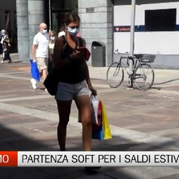 Bergamo, inizio in sordina per i saldi estivi