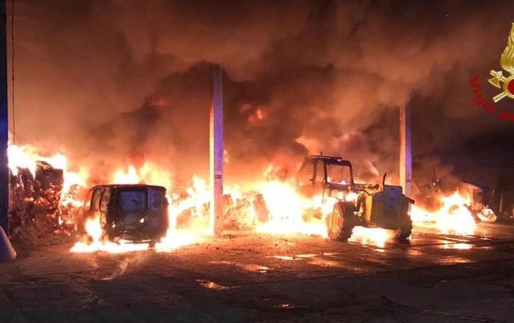 Brucia cascina nella notte a Fontanella In fumo 40 quintali d fieno, nessun ferito