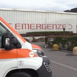 Colpito alla testa da un anello di cemento  Operaio grave in un cantiere di Pedrengo