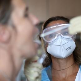 Coronavirus, risalgono i contagi in Italia Il governo pensa a confermare le misure