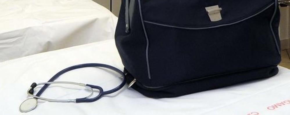 Fanno le valigie i medici dei turisti Sindaci allarmati: i rinforzi dove sono?