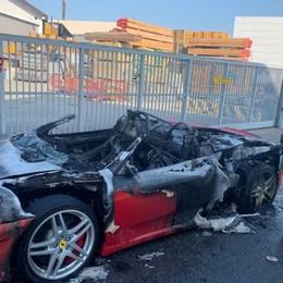 Ferrari rossa prende fuoco - Foto e video Appena acquistata di seconda mano