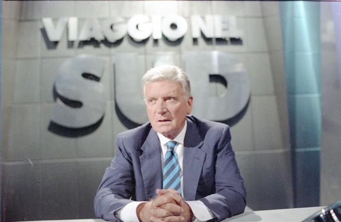 Il giornalista Sergio Zavoli nella trasmissione «Viaggio nel Sud», Roma, 19 settembre 1992