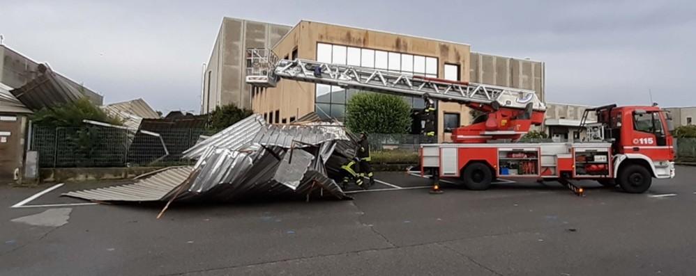 Scoperchiato il tetto dell'azienda Danni per 200 mila euro ad Azzano