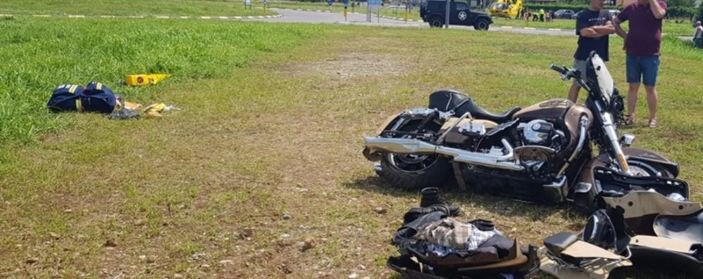 Si schianta in moto a Mozzanica Arriva l'elicottero, grave 57enne