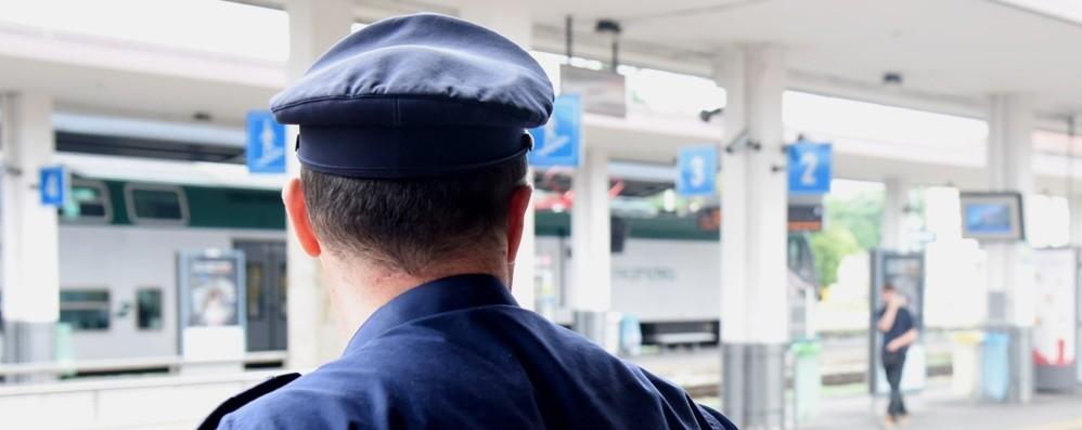 Treviglio, rubano cellulare alla commessa Presi sul treno: un arresto e due denunce