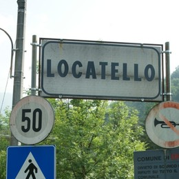 Fa retromarcia e travolge una 71enne Schianto a Locatello: la donna è grave