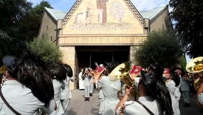 Fanfara dei bersaglieri, commemorazione per i morti di covid al cimitero di Bergamo