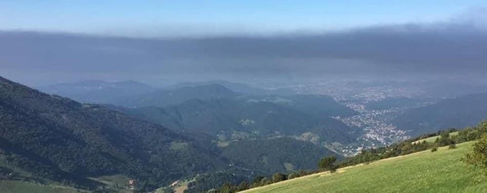 La nube di fumo a Costa di Mezzate I sindaci: finestre chiuse e non uscite