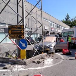 Malore al volante, si schianta contro un palo Onore, 74enne portato in ospedale