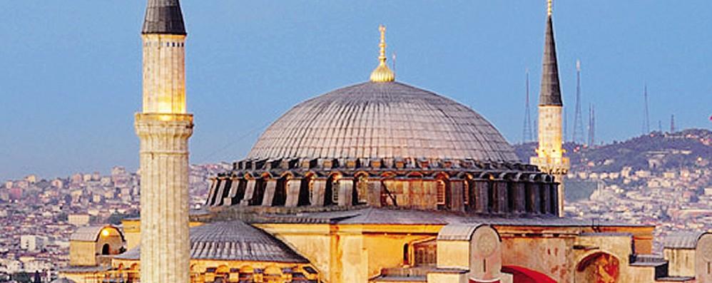 Santa Sofia ora moschea. Sfida al limite di Erdogan tra Occidente e Oriente