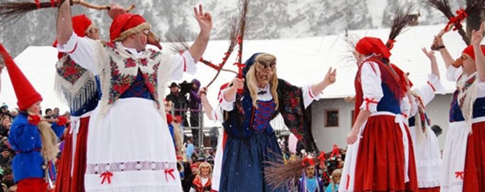 Streghe e campanacci al carnevale in Tirolo