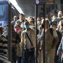 Treni, ordinanza del ministro Speranza «No ai convogli pieni, ora distanziamento»