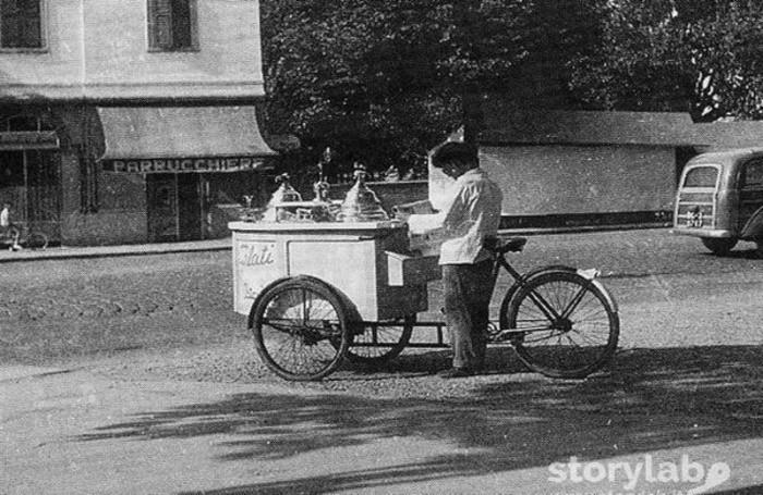Anni Cinquanta, gelataio in zona stazione a Bergamo