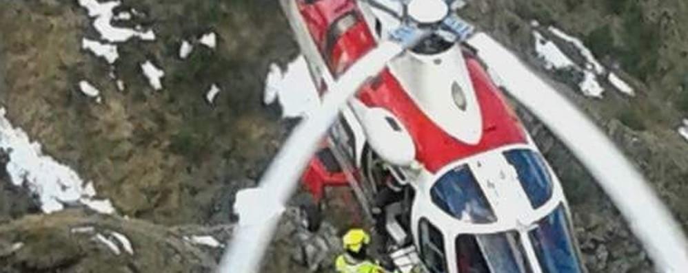 Due escursionisti bloccati -Video Spettacolare intervento con l'elicottero