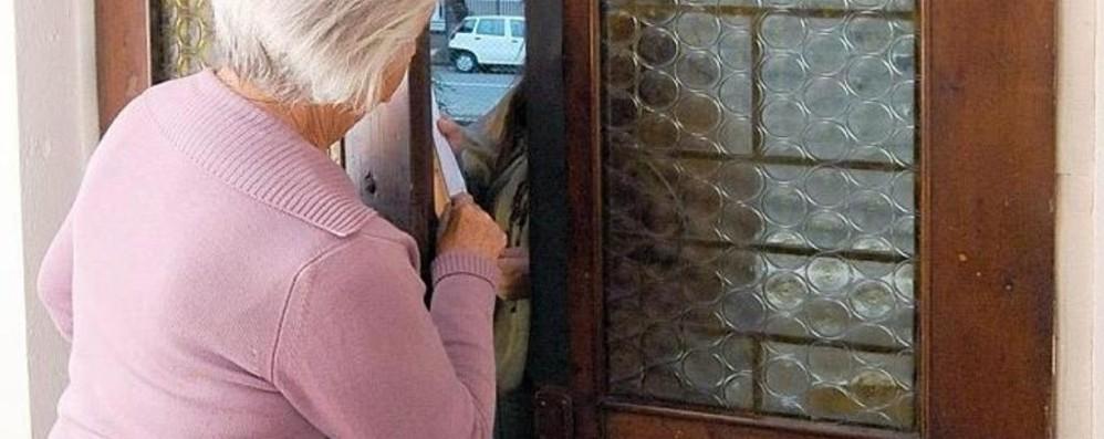 Finti tecnici al Villaggio degli Sposi 82enne si insospettisce, truffatori in fuga