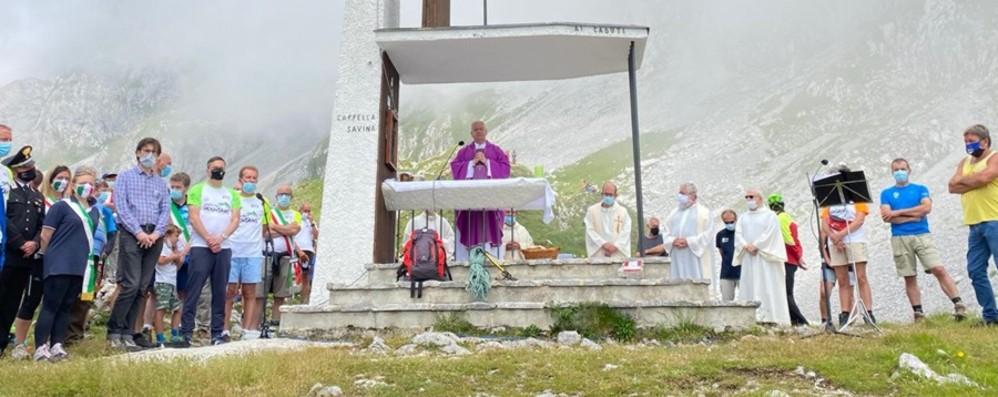 In Presolana l'abbraccio a tutti i morti Qui la diretta della Messa con il vescovo