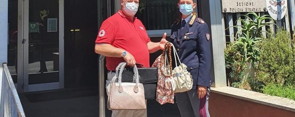 La Polstrada dona alla Croce Rossa 480 borse e valigette sequestrate