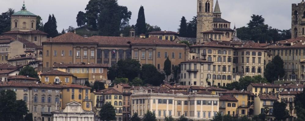 Da tutta Italia: «Forza Bergamo» - Video Voci e dialetti delle regioni del Bel Paese