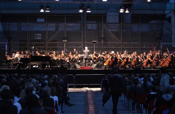CONCERTO DI ENNIO MORRICONE ALLA FIERA DI BERGAMO IL MUSICISTA DIRIGE LA GYOR PHILARMONIC ORCHESTRA