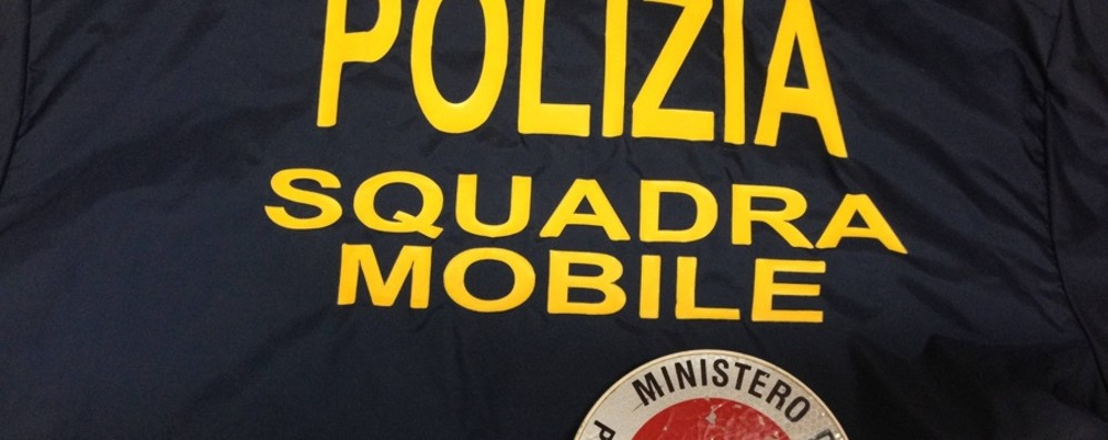 Rapinava supercar, arrestato 18enne In casa aveva un finto Kalashnikov