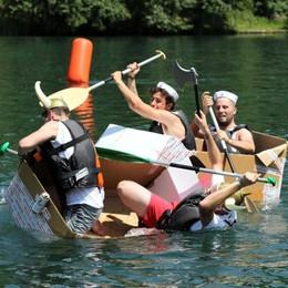Soap Kayak Race, pazzi su canoe (di cartone)