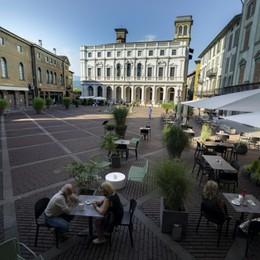 Da colazione a cena in Piazza Vecchia Dal 16 luglio nuovi dehors di Città Alta