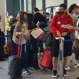 Blocco aereo verso l'Italia per 13 Paesi Salgono i contagi, più della metà in Lombardia