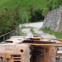 Dossena, perde il controllo del muletto 35enne cade da un muro e si ribalta