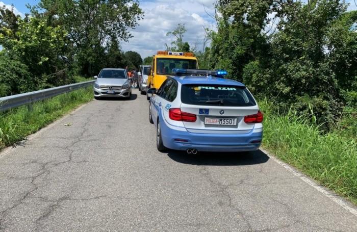 L'intervento della polizia stradale sul luogo dell'incidente