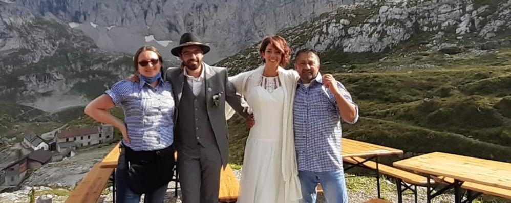Al rifugio Albani «sì» ad alta quota  Ecco le nozze di Patrizia e Michele