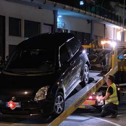Auto blocca l'uscita d' emergenza Il post della Croce Blu di Lovere