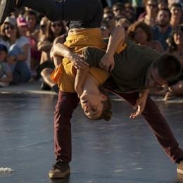"""""""Cafuné"""" ovvero parlare d'amore attraverso acrobatica, danza e circo"""