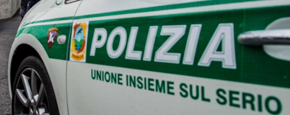 Guida un motorino rubato e fugge all'alt Denuncia e super multa da 6 mila euro