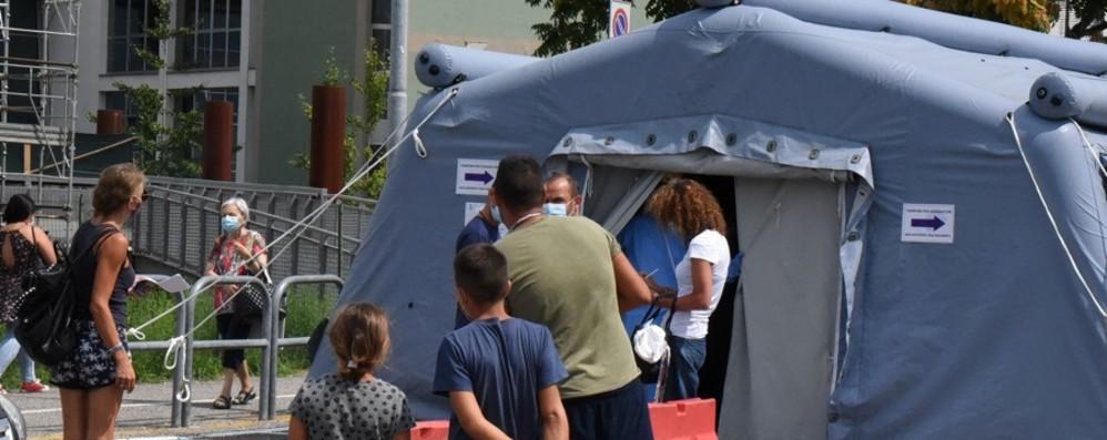 In 5 positivi dopo la vacanza in Grecia «I giovani siano prudenti, alta la guardia»