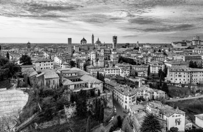 Insolite Visioni. La passione per il volo. Bergamo dall'alto Città Alta di Bergamo Credits Alex Persico 2020