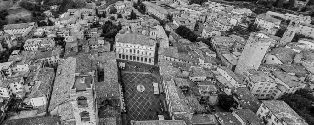 «Insolite visioni, Bergamo dall'alto» Un libro fotografico per celebrare la rinascita
