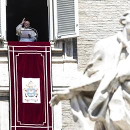 «Non dimentichiamo le vittime del Covid» Angelus, il Papa saluta i fedeli di Carobbio