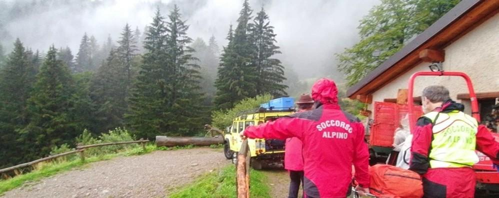 Ornica, colpito da un fulmine nei boschi Forte temporale, 11 soccorritori in azione