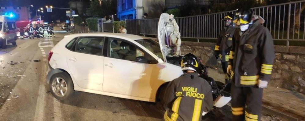 Schianto tra auto a Endine Gaiano Feriti due giovani, atterra l'elicottero