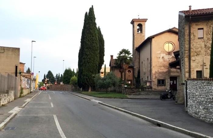 Via Santi Maurizio e Fermo oggi